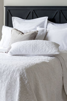 Capulet Pillowcover