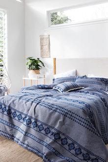 Kenley Comforter Set