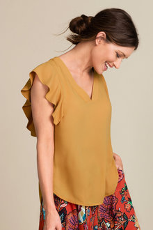 Capture Ruffle Sleeve Shell Top