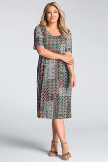 Sara Scoopneck Dress