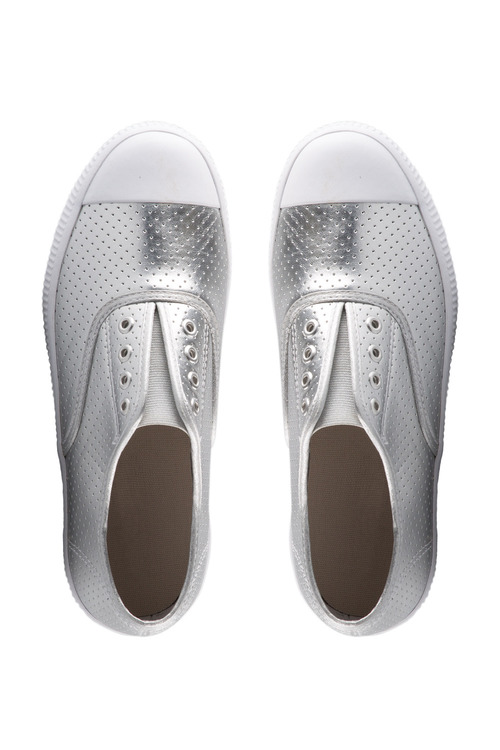 Capture Pull On Sneaker