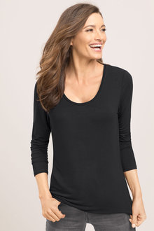 Capture Scoop Neck Long Sleeved Top