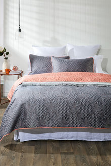 Seville Quilt Set