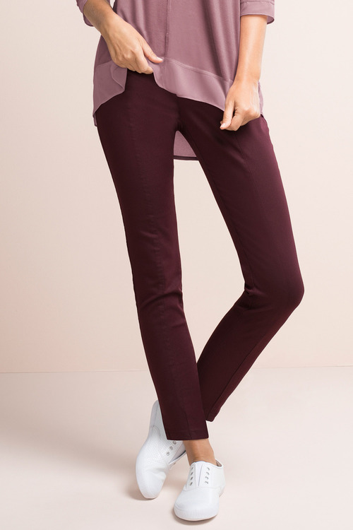 Capture Slim Pull On Pant