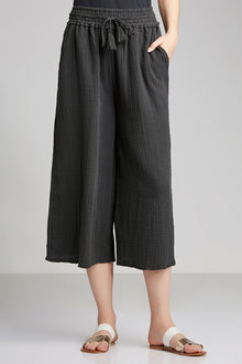Capture Crushed Cotton Pull On Crop Pant
