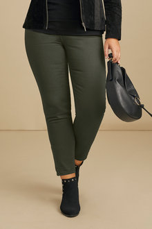 Plus Size - Sara So Slimming Hem Detail Jeans - 214453