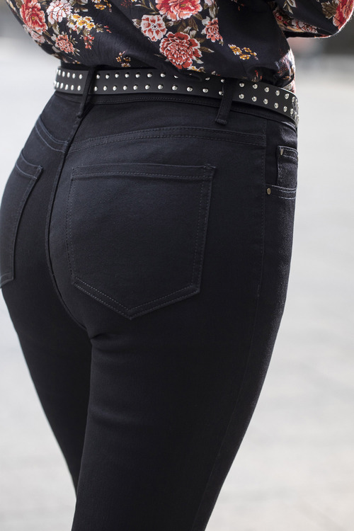 Capture 5 Pocket Slim Leg Jean