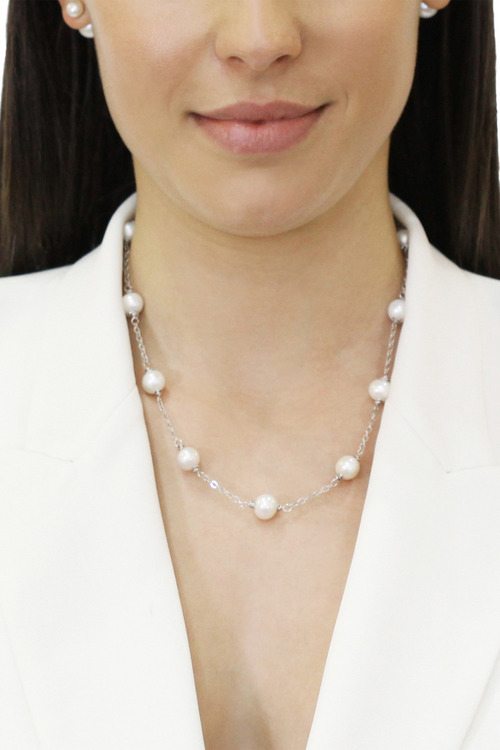 By Fairfax & Roberts Real Pearls Modern Twist Classic Necklace