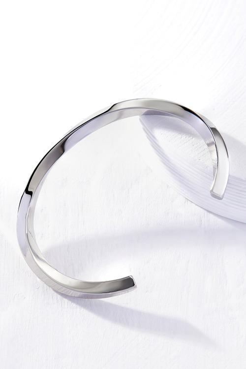 By Fairfax & Roberts Contemporary Twist Bracelet