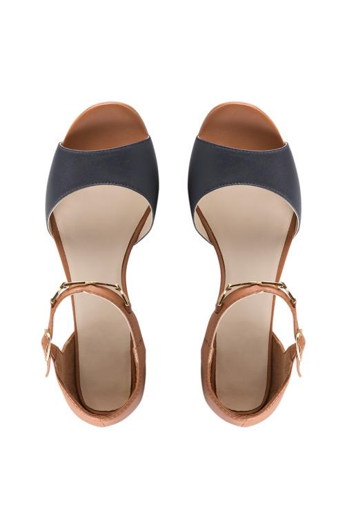 Capture L Fairland Sandal Heel