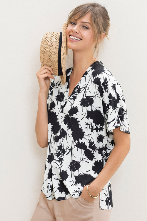 Emerge V Neck Pleat Printed Top