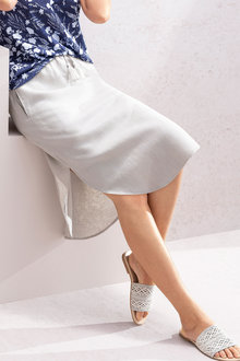 Capture Linen Curve Hem Skirt - 235722