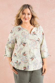 Plus Size - Sara Key Hole Back Top