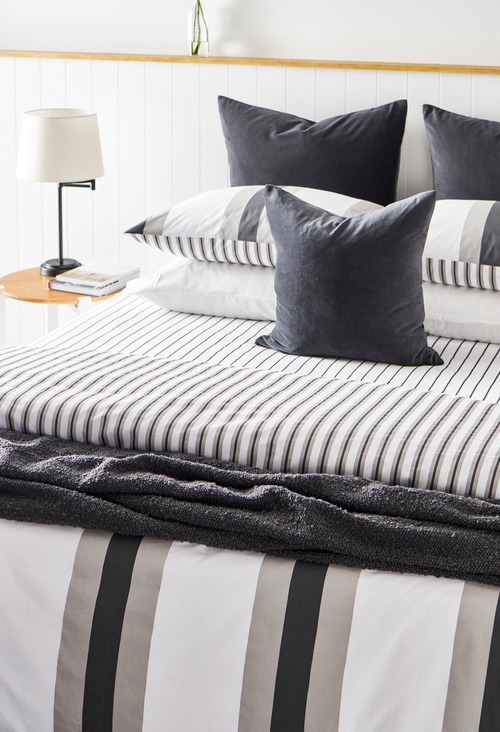 Omaha Striped Bedpack