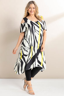 Plus Size - Sara Line Print Dress - 236662