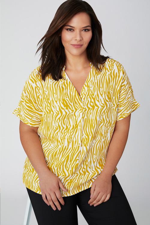Plus Size - Sara Short Sleeve Shirt