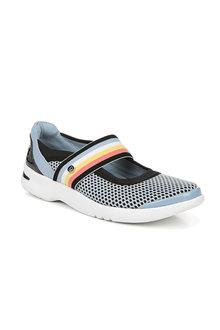 Bzees Athena Sneaker - 251297