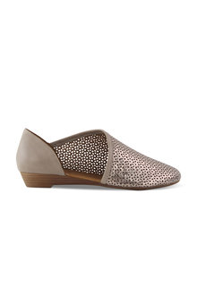 Bueno Pearle Closed Toe Wedge
