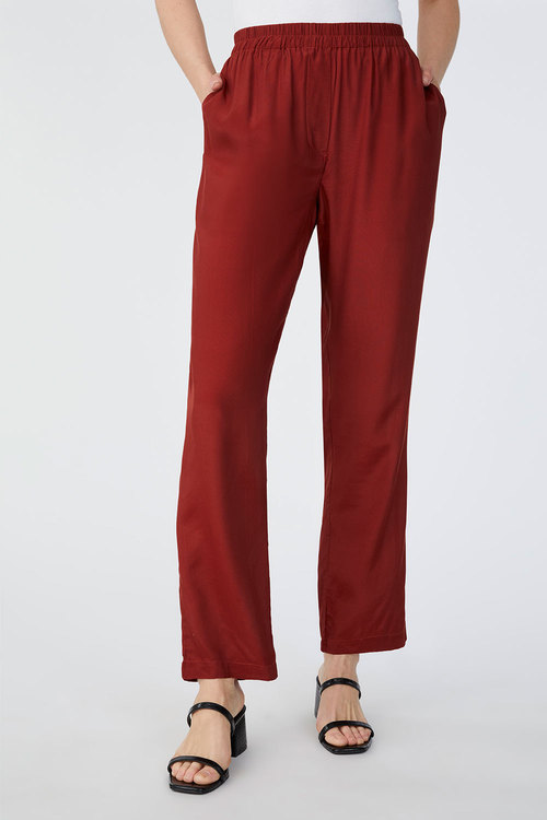 Capture Crepe Pull On Jogger Pant