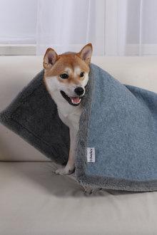 Charlies Pet Reversible Faux Fur Winter Rug and Blanket - 292544