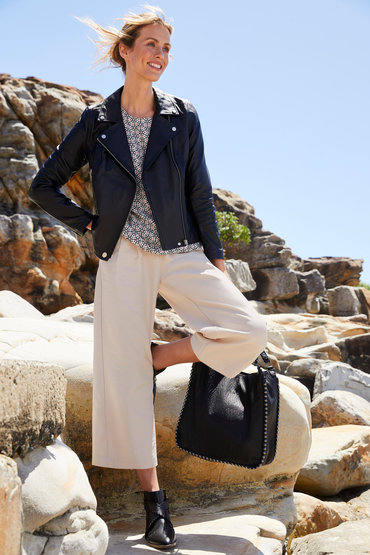 Effortless and Chic - 2585633