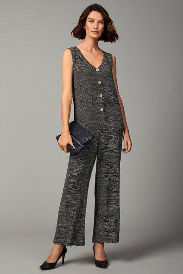 Fashion and Comfort - 2585831