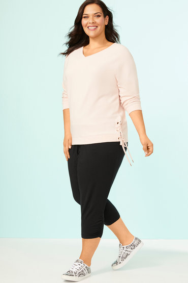 Chic and Casual Look - 2557501