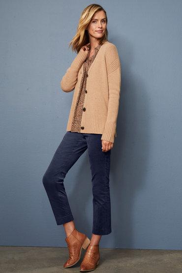 Fashion-forward Layering - 2569202
