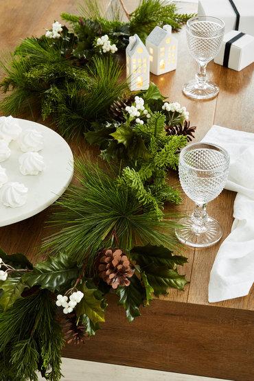 Modern Festive Table - 2246531